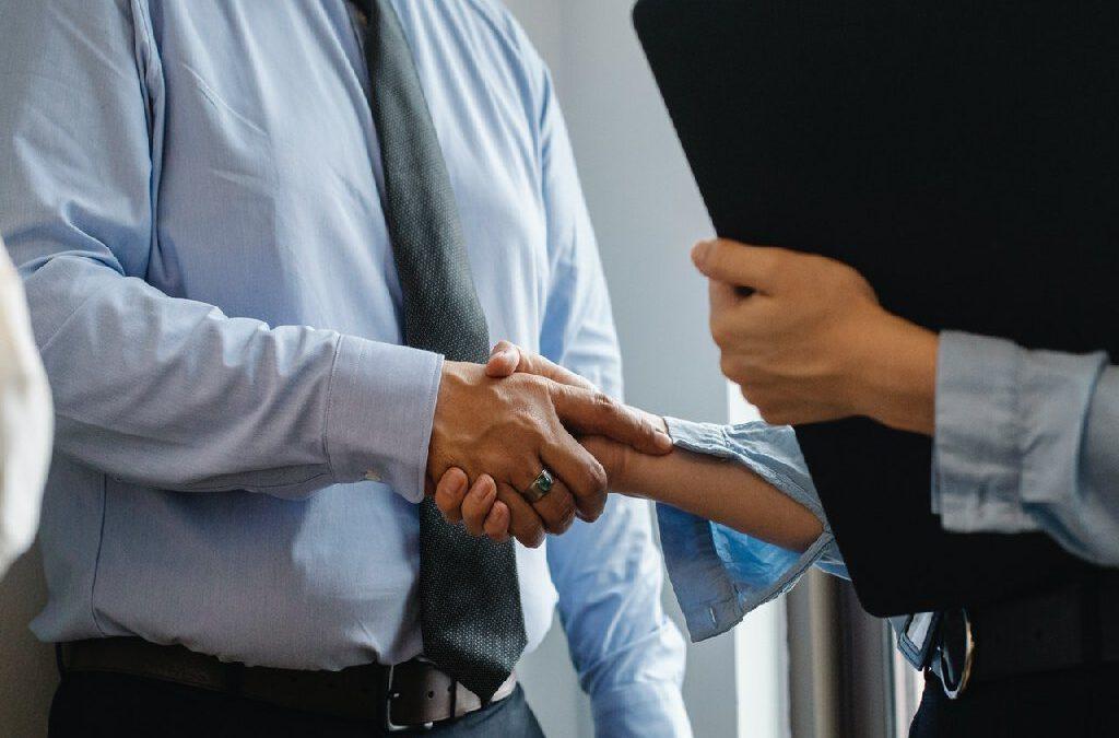 Obsługa prawna firm w Legnicy – dlaczego warto się na nią zdecydować?